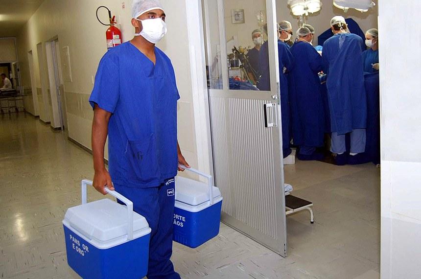 Central de Transplantes precisa ampliar doação de órgãos - 18/03/2011   A Central Estadual de Transplantes intermediou nesta sexta-feira (18) uma doação de coração, fígado, rins, pâncreas e córneas. A Central está preocupada em incentivar as doações de órgãos, pois em 2010 houve redução do número de ofertas em comparação com 2009. Nos três primeiros meses deste ano, o número de doações também caiu.