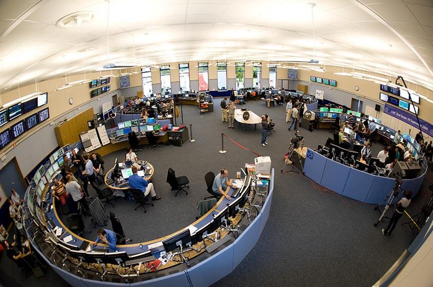 Personalities and History of CERNCERN-HI-0809002  LHC First Beam Day from the CERN Control Centre (CCC).  -------------  Personalidades e Historia do CERN (Organização Europeia para a Pesquisa Nuclear) Primeiro dia Boca do Centro de Controle de CERN (CCC).