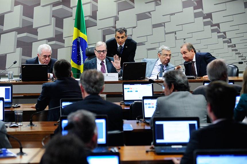 Comissão de Assuntos Econômicos (CAE) realiza reunião deliberativa com 10 itens. Entre eles, o PLS 188/2010, que estabelece prazo de validade do exame da Ordem dos Advogados do Brasil (OAB).   Mesa:  senador Otto Alencar (PSD-BA);  presidente da CAE, senador Tasso Jereissati (PSDB-CE);  vice-presidente da CAE, senador Garibaldi Alves Filho (MDB-RN);  senador José Agripino (DEM-RN).  Foto: Pedro França/Agência Senado