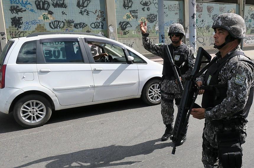 15 052017 Rio de Janeiro RJ Brasil - Agentes da Força Nacional iniciam operação de apoio ereforça a segurança no Rio de Janeiro, com foco no combate ao roubo de cargas e repressão ao crime organizado foto (Vladimir Platonow/Agencia Brasil)