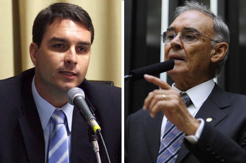 O deputado estadual Flávio Bolsonaro e o deputado federal Arolde de Oliveira