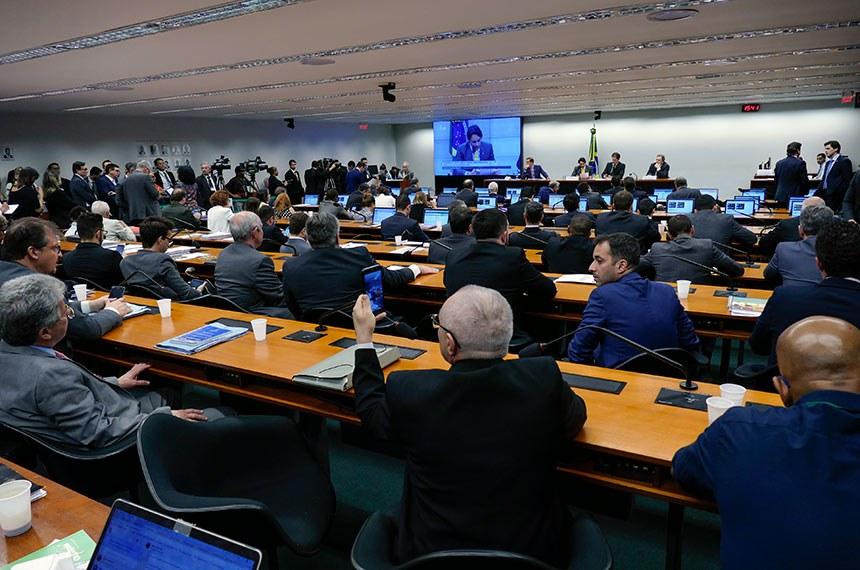 Comissão Mista de Planos, Orçamentos Públicos e Fiscalização (CMO) realiza reunião deliberativa extraordinária para tratar sobre matérias orçamentárias.   Mesa: deputado Vicentinho Júnior (PR-TO); presidente da CMO, deputado Mário Negromonte Jr. (PP-BA); secretário da comissão;  relator-geral do Projeto de Lei Orçamentária Anual (LOA), senador Waldemir Moka (MDB-MS).  Foto: Roque de Sá/Agência Senado