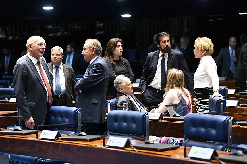 Plenário do Senado Federal durante sessão deliberativa ordinária. Ordem do dia.   Participam:  senador Antonio Anastasia (PSDB-MG);  senador Cristovam Buarque (PPS-DF);  senador José Agripino (DEM-RN);  senador Paulo Bauer (PSDB-SC);  senador Valdir Raupp (MDB-RO);  senadora Marta Suplicy (MDB-SP);  senadora Simone Tebet (MDB-MS);  senadora Vanessa Grazziotin (PCdoB-AM).  Foto: Jefferson Rudy/Agência Senado