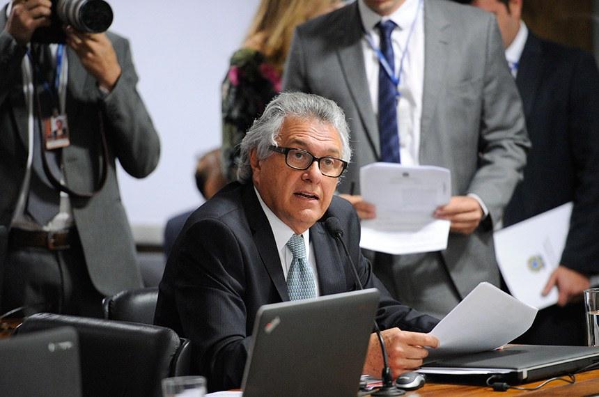 Comissão de Assuntos Econômicos (CAE) promove audiência pública com o presidente do Banco Central para discutir as diretrizes e perspectivas da política monetária.   Em destaque, senador Ronaldo Caiado (DEM-GO).  Foto: Marcos Oliveira/Agência Senado