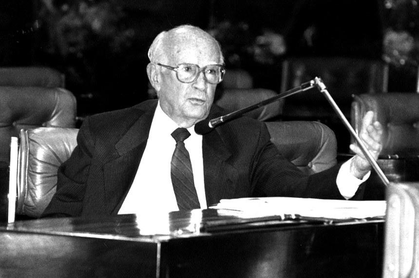 Três vezes senador, João Calmon foi quem apresentou — e conseguiu aprovar —PEC para obrigar entes federados a aplicarem percentual fixo das suas rendas em educação