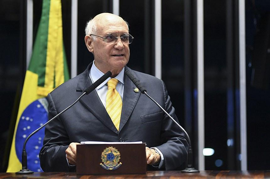 Plenário do Senado Federal durante sessão deliberativa ordinária.   Em discurso, à tribuna, senador Lasier Martins (PSD-RS).  Foto: Jefferson Rudy/Agência Senado