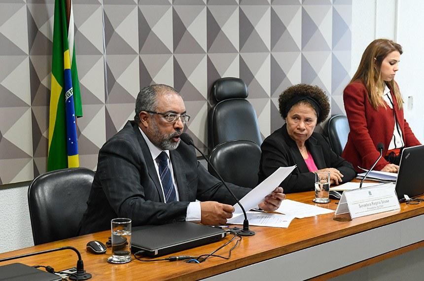 Comissão de Direitos Humanos e Legislação Participativa (CDH) realiza reunião deliberativa com 23 itens na pauta. Entre eles, o PLS 382/2011, que obriga cota de brinquedos para crianças com deficiência em shoppings.   Mesa:  vice-presidente da CDH, senador Paulo Paim (PT-RS);  presidente da CDH, senadora Regina Sousa (PT-PI).  Foto: Marcos Oliveira/Agência Senado