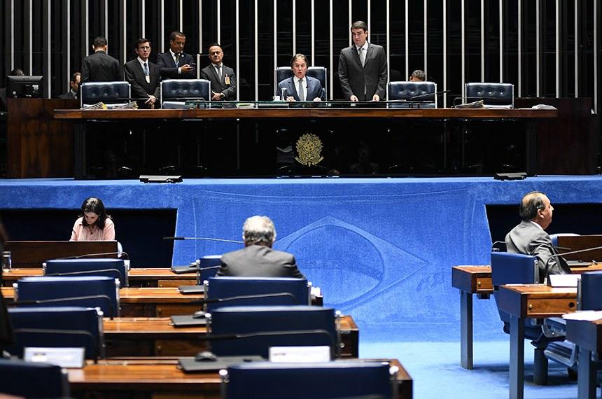 Plenário do Senado Federal durante sessão deliberativa extraordinária. Ordem do dia.  À mesa, presidente do Senado, senador Eunício Oliveira (MDB-CE) conduz sessão.  Foto: Jefferson Rudy/Agência Senado