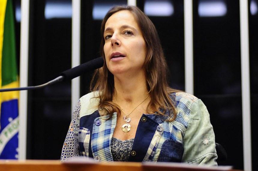 BIE - Mara Gabrilli (PSDB) tem 50 anos, obteve 6.513.282 votos (18,59%).  É publicitária, psicóloga, foi secretária da Pessoa com Deficiência da Prefeitura de São Paulo, vereadora na Câmara Municipal de São Paulo e é deputada federal pelo PSDB.  Empreendedora social, fundou em 1997 o Instituto Mara Gabrilli, ONG que fomenta pesquisa cientificas para cura de paralisias, apoia a atleta do esporte paralímpico e orienta pessoas com deficiência em situação de Vulnerabilidade social.   Suplentes: Alfredo Cotait Neto (PSD) e Ivani Boscolo (PSD).