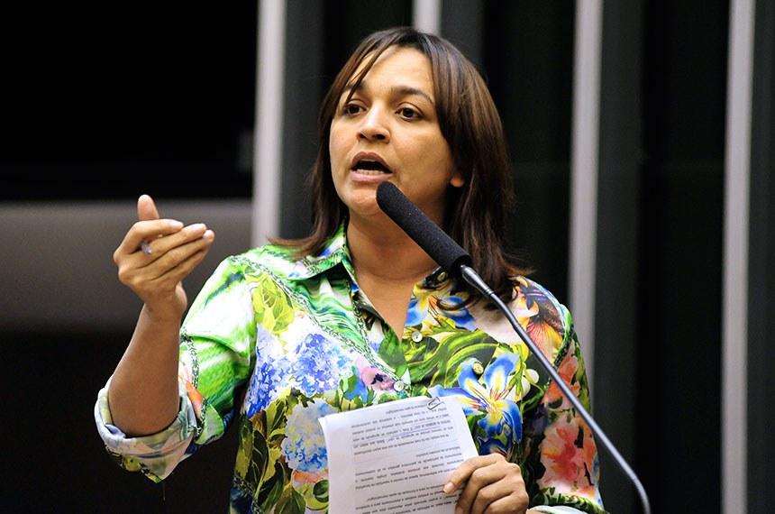 Senadora eleita pelo Estado do Maranhão (MA): Eliziane Gama (PPS).   Eliziane Pereira Gama Melo nasceu em Monção (MA), tem 41 anos e é jornalista de formação. Foi a deputada federal mais votada do Maranhão em 2014, quando se elegeu para o primeiro mandato em Brasília. Ela foi deputada estadual por dois mandatos, entre 2007 e 2015. Na Assembleia Legislativa maranhense, presidiu três comissões (Meio Ambiente, Direitos Humanos e Infância, Juventude e Idoso) e comandou uma CPI de combate à pedofilia. Foi candidata à prefeitura de São Luís (MA) em 2012 e 2016, ficando fora do segundo turno em ambas as ocasiões. A futura senadora terá como suplentes o também deputado federal Pedro Fernandes (PTB), que está na Câmara desde 1999, e o médico cardiologista Bene Camacho (PTB), ex-secretário de Saúde de Imperatriz (MA).   Foto: Gustavo Lima/Câmara dos Deputados