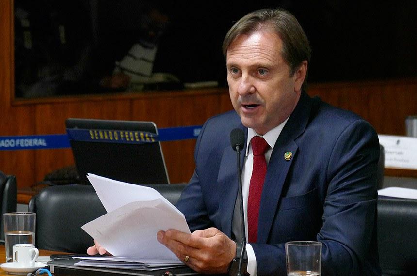 Comissão de Serviços de Infraestrutura (CI) realiza reunião deliberativa.  Em pronunciamento, à bancada, senador Acir Gurgacz (PDT-RO).  Foto: Roque de Sá/Agência Senado