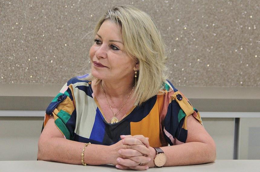 BIE - Selma Arruda (PSL-RS) obteve 678.542 votos (24,65%) e é eleita senadora pelo Mato Grosso.  Selma Rosane Santos Arruda, 55 anos, é natural de Camaquã (RS) e juíza aposentada do Tribunal de Justiça do Estado de Mato Grosso. Atuou em vários municípios do estado e, no comando da 7ª Vara Criminal de Cuiabá, atuou nas operações que resultaram na prisão do ex-governador Silval Barbosa e de outros políticos. Também foi advogada.  Suplentes: Beto Possamai (PSL) e Clerie Fabiana (PSL).  Foto: Arquivo pessoal
