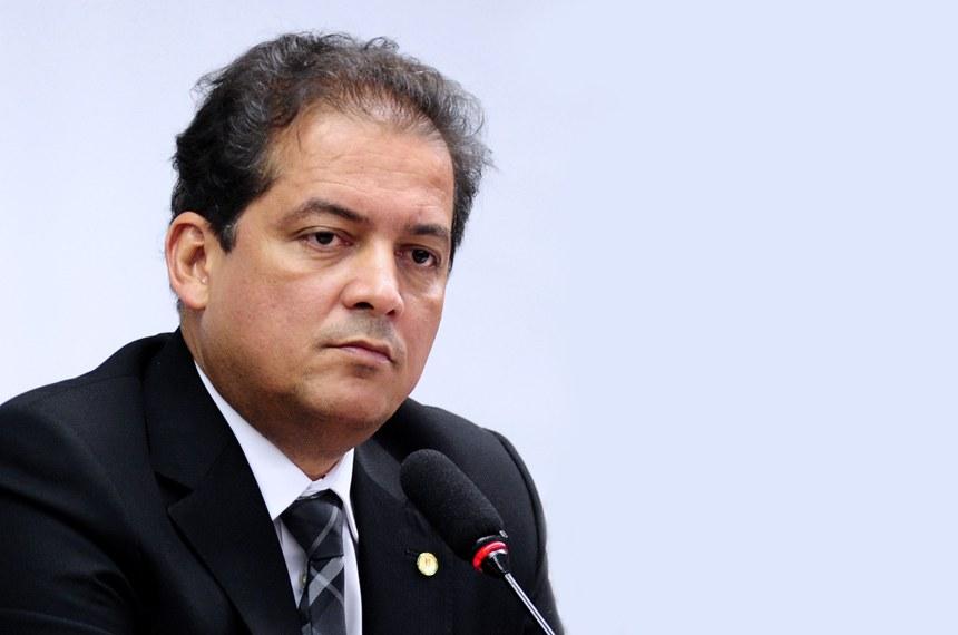 Deputado Federal Eduardo Gomes (PSDB-TO), então primeiro secretário da Câmara Federal, atuando como coordenador do Grupo de Trabalho referente ao Código Florestal. Data5 de abril de 2011