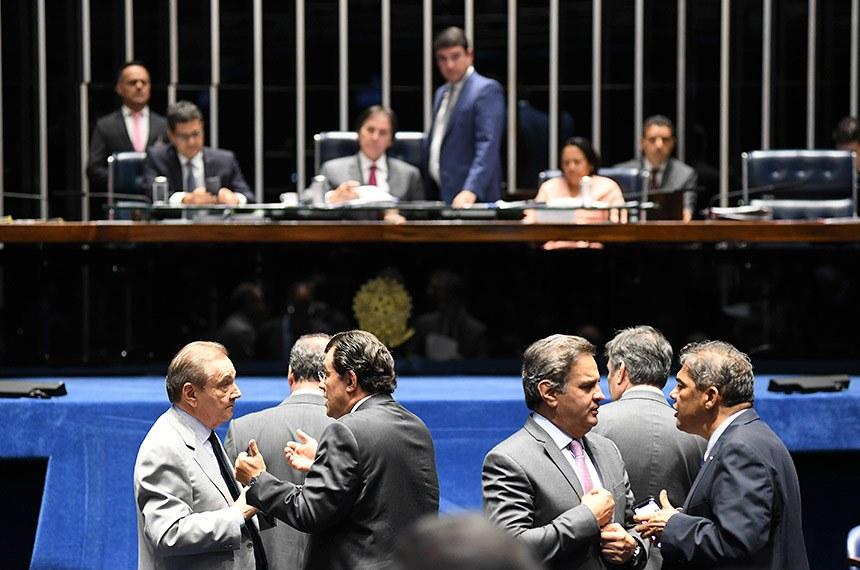 Plenário do Senado Federal durante sessão deliberativa ordinária.   Em foco:  senador José Agripino (DEM-RN);  senador Eduardo Braga (MDB-AM);  senador Aécio Neves (PSDB-MG);  senador Hélio José (Pros-DF);   Mesa:  senador Ricardo Ferraço (PSDB-ES);  presidente do Senado Federal, senador Eunício Oliveira (MDB-CE);  secretário-geral da Mesa, Luiz Fernando Bandeira de Mello Filho;  senadora Fátima Bezerra (PT-RN).  Foto: Jefferson Rudy/Agência Senado