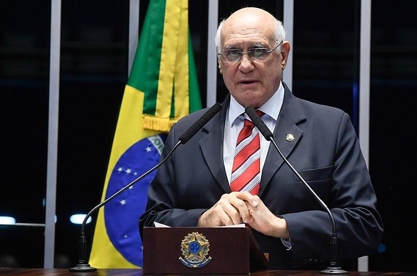 Plenário do Senado Federal durante sessão deliberativa ordinária.   Em discurso, à tribuna, senador Lasier Martins (PSD-RS).   Foto: Marcos Oliveira/Agência Senado