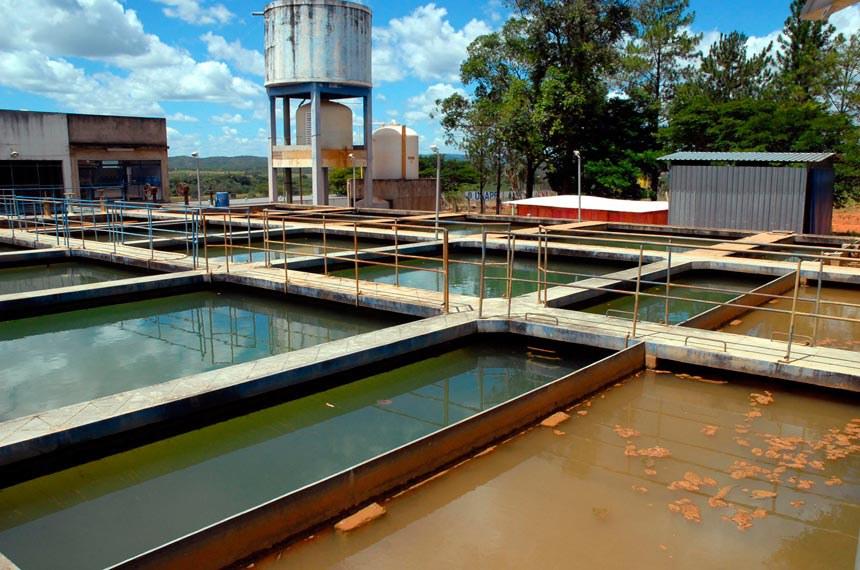 Unaí (MG) - Cidade foi destacada em relatório de ONG britânica como exemplo mundial de abastecimento público de água: 100% das casas têm água tratada. O sistema de tarifas é diferenciado e quem gasta até 10 metros cúbicos por mês paga R$ 9,45. Na foto, a estação de tratamento de água da cidade