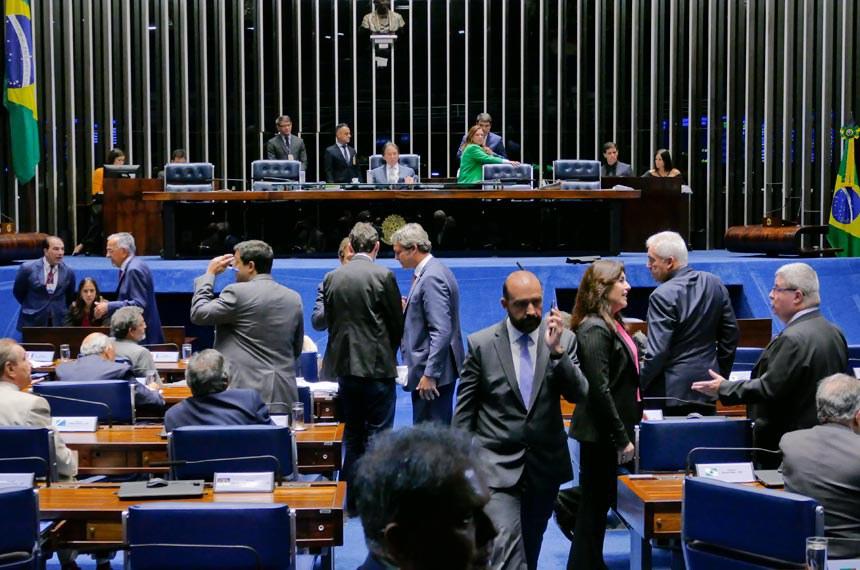 Plenário do Senado Federal durante sessão deliberativa ordinária.   À mesa, presidente do Senado Federal, senador Eunício Oliveira (MDB-CE), conduz sessão.  Foto: Roque de Sá/Agência Senado