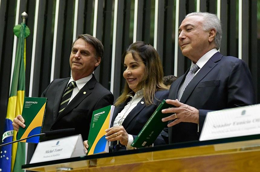 Jair Bolsonaro e Michel Temer participam de sessão solene do Congresso para comemorar 30 anos da Constituição