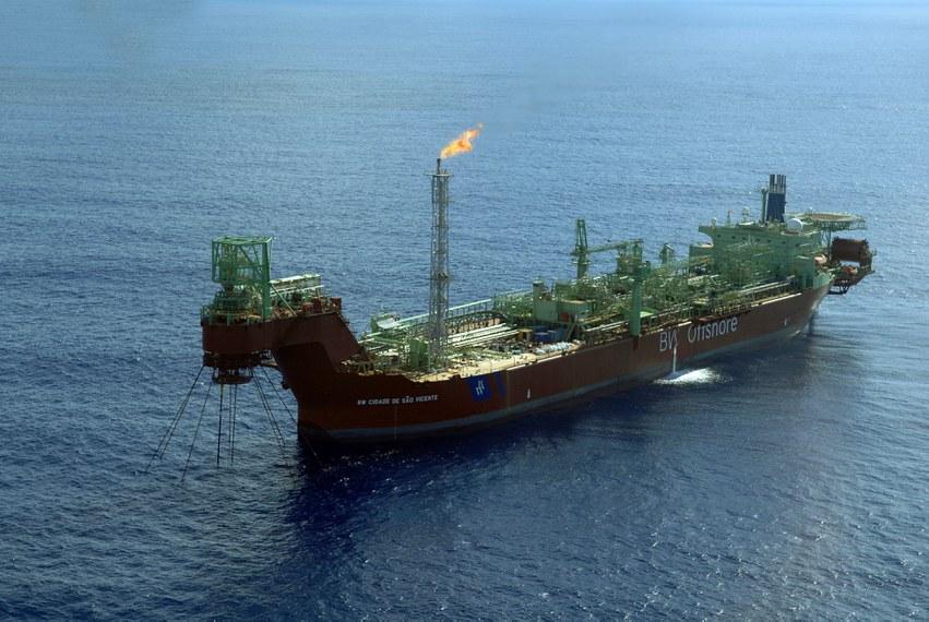 Navio petrolífero; petróleo; Bacia de Santos  Crédito: Agência Petrobras Data: 31/8/2009 Local: Brasil FPSO - Cidade São Vicente - Campo de Tup. Pré-sal da Bacia de  Santos.
