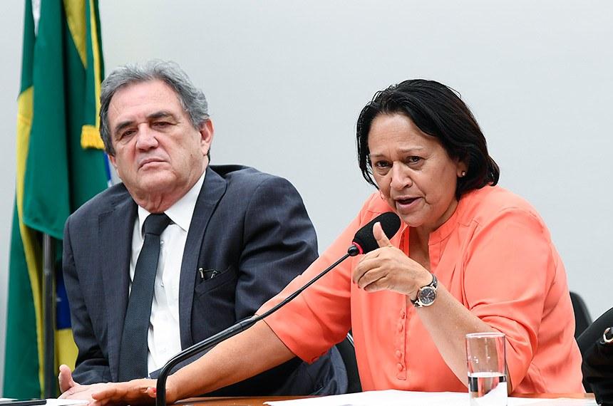 Comissão Mista de Planos, Orçamentos Públicos e Fiscalização (CMO) realiza audiência pública com o ministro do Planejamento para esclarecimentos acerca da Lei Orçamentária Anual (LOA) 2019 e cortes no orçamento da Assistência Social.   Mesa: relator-geral do Projeto de Lei Orçamentária Anual (LOA), senador Waldemir Moka (MDB-MS); senadora Fátima Bezerra (PT-RN).  Foto: Marcos Oliveira/Agência Senado