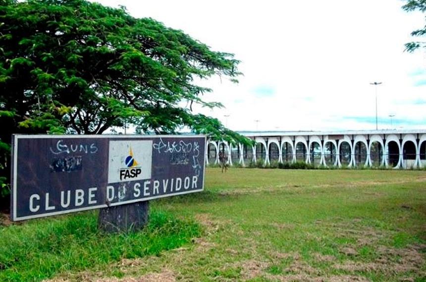 Prédio que abrigou o Clube do Servidor às margens do Lago Paranoá fica a 7 km do Senado Federal e será a sede do futuro Centro Cultural do Congresso Nacional
