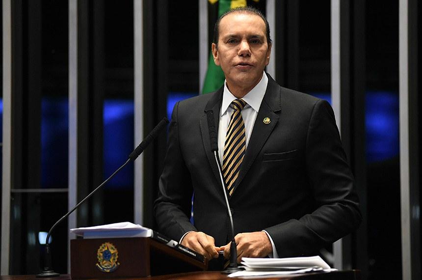 Plenário do Senado Federal durante sessão não deliberativa.   Em discurso, à tribuna, senador Ataídes Oliveira (PSDB-TO).  Foto: Jefferson Rudy/Agência Senado