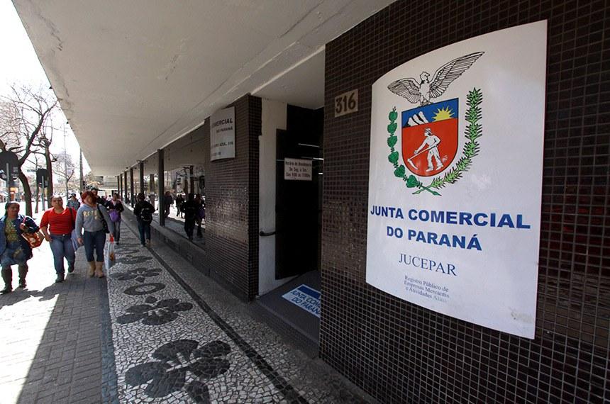 A Junta Comercial do Paraná (Jucepar) completou um mês do serviço de emissão online de certidões empresariais com um quarto destes documentos disponibilizados pelo meio digital. Entre o dia 23 de dezembro, quando o procedimento foi implantado, até o dia 23 de janeiro, 3.989 certidões foram emitidas pela internet, de um total de 16.863 documentos expedidos no período.