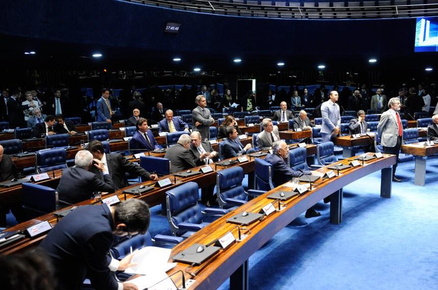 Plenário do Senado Federal durante sessão deliberativa ordinária. Ordem do dia.   Participam: senador Alvaro Dias (Pode-PR);  senador Antonio Anastasia (PSDB-MG); senador Ataídes Oliveira (PSDB-TO); senador Aécio Neves (PSDB-MG); senador Flexa Ribeiro (PSDB-PA); senador João Capiberibe (PSB-AP); senador Paulo Rocha (PT-PA);  senador Randolfe Rodrigues (Rede-AP); senador Reguffe (sem partido-DF); senador Romero Jucá (MDB-RR);  senador Tasso Jereissati (PSDB-CE); senador Wilder Morais (DEM-GO).  Foto: Jonas Pereira/Agência Senado