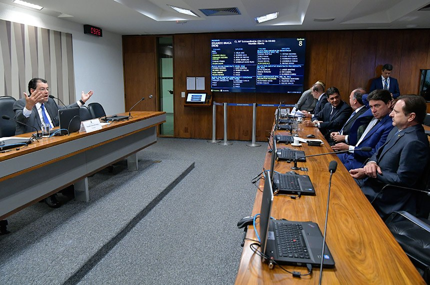 Comissão de Serviços de Infraestrutura (CI) realiza reunião deliberativa com 09 itens. Na pauta, o PLS 11/2013, que destina recursos da Cide para projetos de infraestrutura urbana de transportes coletivos.   À mesa, presidente da CI, senador Eduardo Braga (MDB-AM).   Bancada:  senador Wellington Fagundes (PR-MT);  senador Ricardo Ferraço (PSDB-ES);  senador Fernando Bezerra Coelho (MDB-PE);  senador Wilder Morais (DEM-GO);  senador Acir Gurgacz (PDT-RO).  Foto: Geraldo Magela/Agência Senado