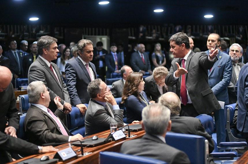 Plenário do Senado Federal durante sessão deliberativa ordinária. Ordem do dia.  Participam: senador Antonio Anastasia (PSDB-MG); senador Aécio Neves (PSDB-MG); senador Cássio Cunha Lima (PSDB-PB); senador José Maranhão (MDB-PB); senador Ricardo Ferraço (PSDB-ES); senador Roberto Rocha (PSDB-MA); senador Tasso Jereissati (PSDB-CE); senadora Simone Tebet (MDB-MS).  Foto: Jefferson Rudy/Agência Senado