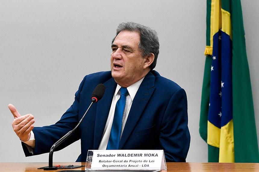 Comissão Mista de Planos, Orçamentos Públicos e Fiscalização (CMO) realiza reunião.  À mesa, em pronunciamento, relator-geral do Projeto de Lei Orçamentária Anual (LOA), senador Waldemir Moka (MDB-MS).  Foto: Edilson Rodrigues/Agência Senado