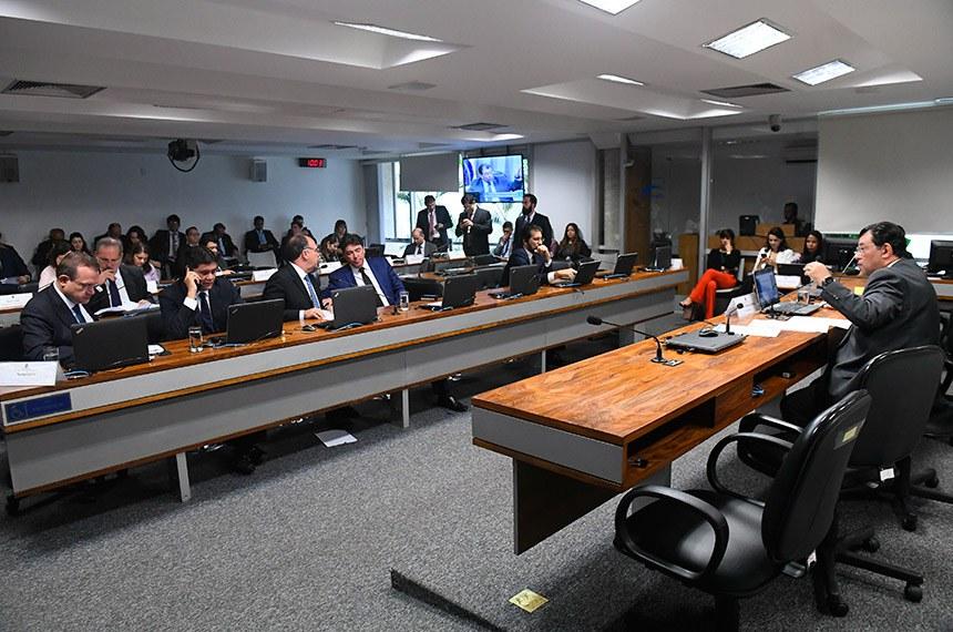 Comissão de Serviços de Infraestrutura (CI) realiza reunião deliberativa com 09 itens. Na pauta, o PLS 11/2013, que destina recursos da Cide para projetos de infraestrutura urbana de transportes coletivos.   À mesa, presidente da CI, senador Eduardo Braga (MDB-AM), conduz reunião.  Bancada: senador Wellington Fagundes (PR-MT);  senador Ricardo Ferraço (PSDB-ES);  senador Fernando Bezerra Coelho (MDB-PE); senador Wilder Morais (DEM-GO); senador Valdir Raupp (MDB-RO).  Foto: Marcos Oliveira/Agência Senado