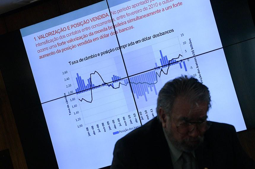 """Comissão de Assuntos Econômicos (CAE) realiza audiência pública interativa para debater a regulação do mercado de câmbio, os acordos firmados pelo Conselho Administrativo de Defesa Econômica (Cade) com instituições financeiras envolvidas no """"cartel do câmbio"""" e seus impactos na economia brasileira.  À bancada, senador Guaracy Silveira (DC-TO).  Foto: Pedro França/Agência Senado"""
