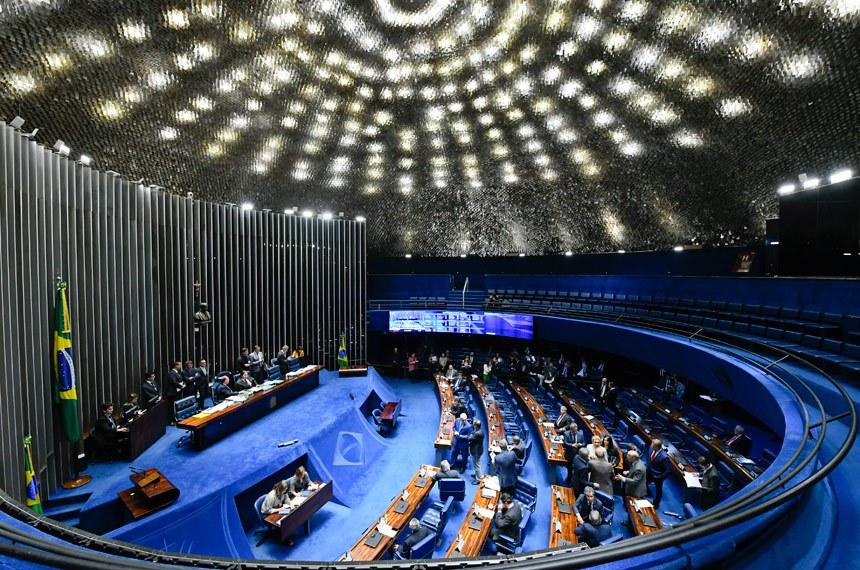 Plenário do Senado Federal durante sessão deliberativa ordinária. Ordem do dia.  Presidente do Senado, senador Eunício Oliveira (MDB-CE) conduz a sessão.  Foto: Marcos Oliveira/Agência Senado