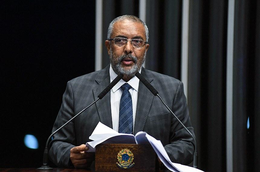 Plenário do Senado Federal durante sessão deliberativa ordinária.   Em discurso, à tribuna, senador Paulo Paim (PT-RS).  Foto: Jefferson Rudy/Agência Senado
