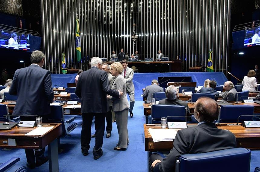 Plenário do Senado Federal durante sessão deliberativa ordinária.   À mesa, presidente do Senado Federal, senador Eunício Oliveira (MDB-CE), conduz sessão.   Participam:  deputado Daniel Vilela (MDB-GO);  senador Ataídes Oliveira (PSDB-TO);  senador Otto Alencar (PSD-BA);  senadora Marta Suplicy (MDB-SP).  Foto: Waldemir Barreto/Agência Senado