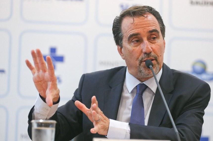 Entrevista coletiva com o ministro da Saúde, Gilberto Occhi, que fala sobre o programa Mais Médicos.