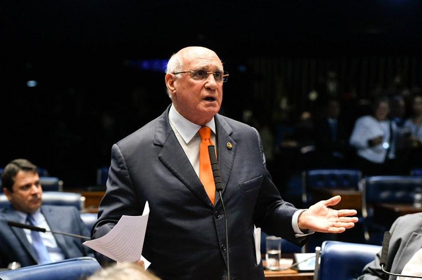 Plenário do Senado Federal durante sessão deliberativa ordinária.   À bancada em pronunciamento, senador Lasier Martins (PSD-RS).  Foto: Moreira Mariz/Agência Senado
