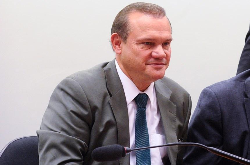 Comissão Mista de Planos, Orçamentos Públicos e Fiscalização (CMO) realiza reunião para instalação e eleição da Mesa.   Mesa: senador Wellington Fagundes (PR-MT); relator-geral da CMO, senador Waldemir Moka (PMDB-MS); presidente da CMO, deputado Mário Negromonte Jr. (PP-BA).  Foto: Marcos Oliveira/Agência Senado