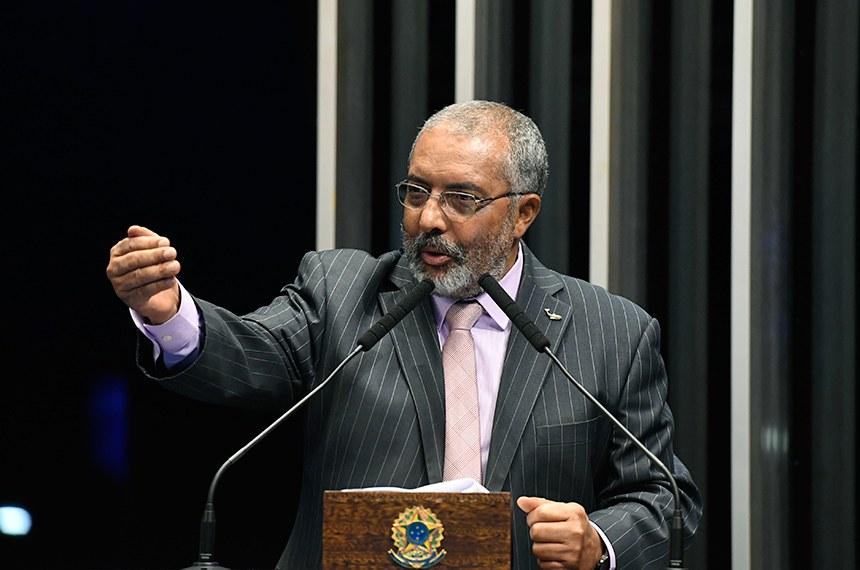 Plenário do Senado Federal durante sessão deliberativa ordinária.   Em discurso, à tribuna, senador Paulo Paim (PT-RS).  Foto: Edilson Rodrigues/Agência Senado
