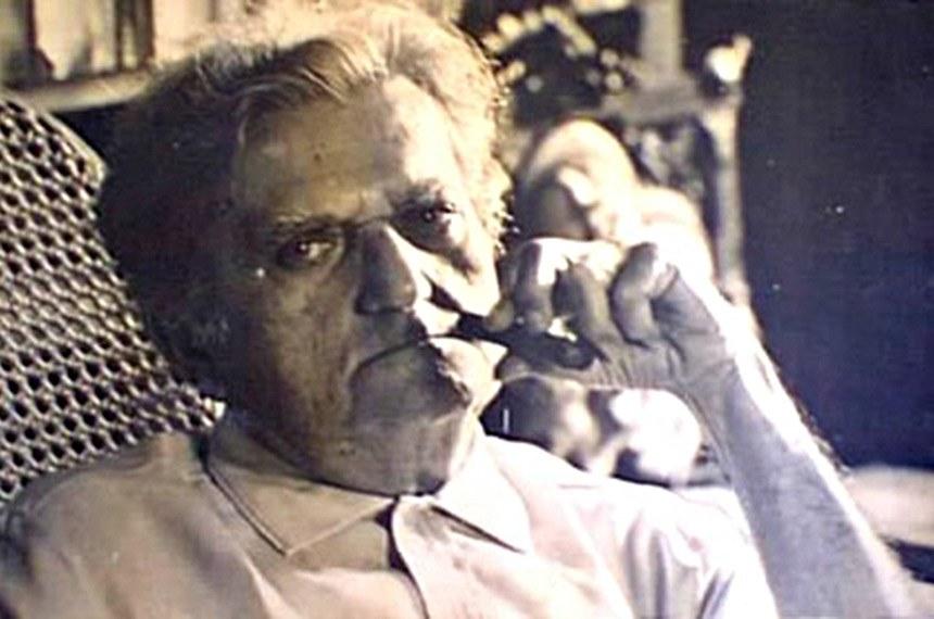 Luís da Câmara Cascudo (Natal, 30 de dezembro de 1898 — Natal, 30 de julho de 1986) foi um historiador, antropólogo, advogado e jornalista brasileiro.  Passou toda a sua vida em Natal e dedicou-se ao estudo da cultura brasileira. Foi professor da Universidade Federal do Rio Grande do Norte (UFRN). O Instituto de Antropologia desta universidade tem seu nome.