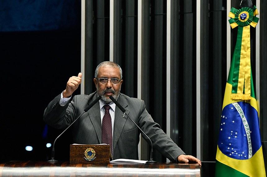 Plenário do Senado Federal durante sessão não deliberativa.   Em discurso, à tribuna, senador Paulo Paim (PT-RS).  Foto: Edilson Rodrigues/Agência Senado