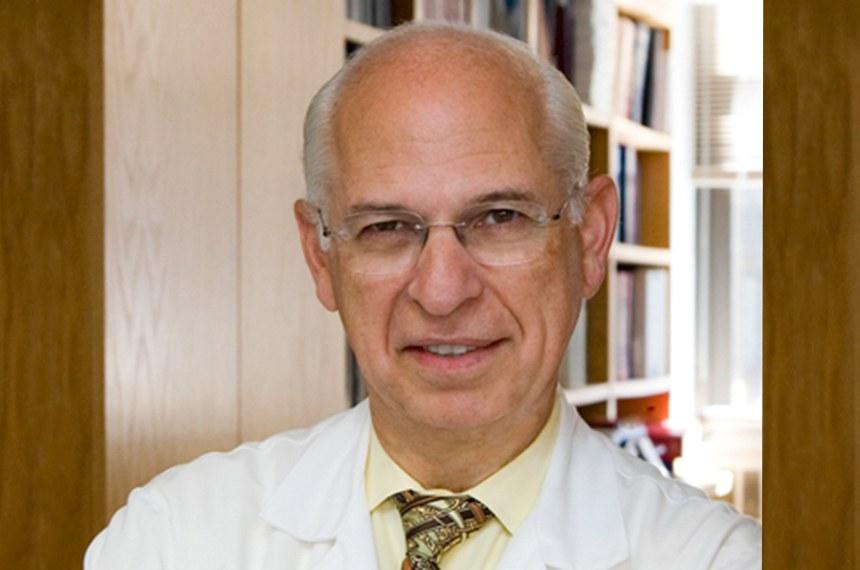 Doutor John P. Bilezikian, professor de Medicina e Farmacologia, chefe da Divisão de Endocrinologia e Diretor do Programa de Doenças Metabólicas Ósseas no Centro Médico da Universidade de Columbia em Nova York.