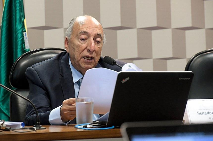 CCC - Comissão Temporária para Reforma do Código Comercial (Art. 374-RISF) realiza reunião deliberativa para apreciação de relatório.  À mesa, relator da CCC, senador Pedro Chaves (PRB-MS).  Foto: Waldemir Barreto/Agência Senado