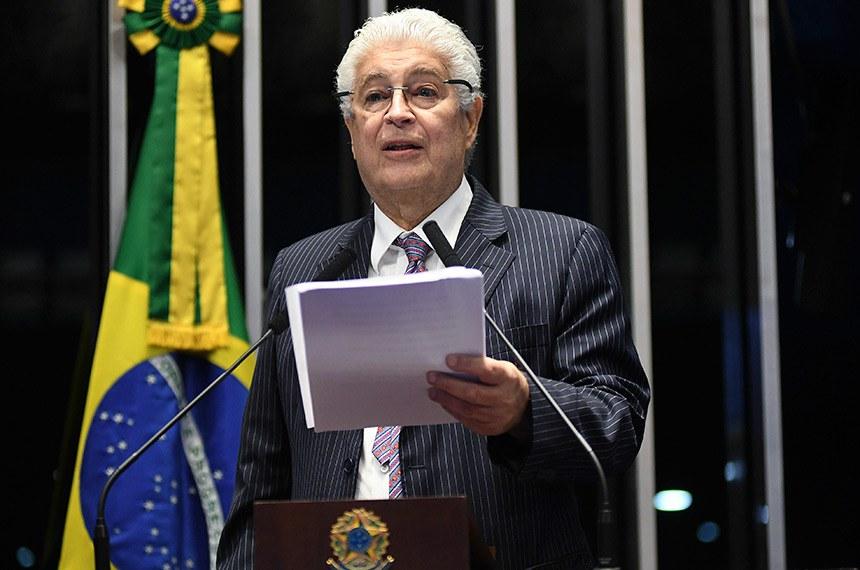 Plenário do Senado Federal durante sessão deliberativa ordinária.   Em discurso, à tribuna, senador Roberto Requião (MDB-PR).  Foto: Jefferson Rudy/Agência Senado