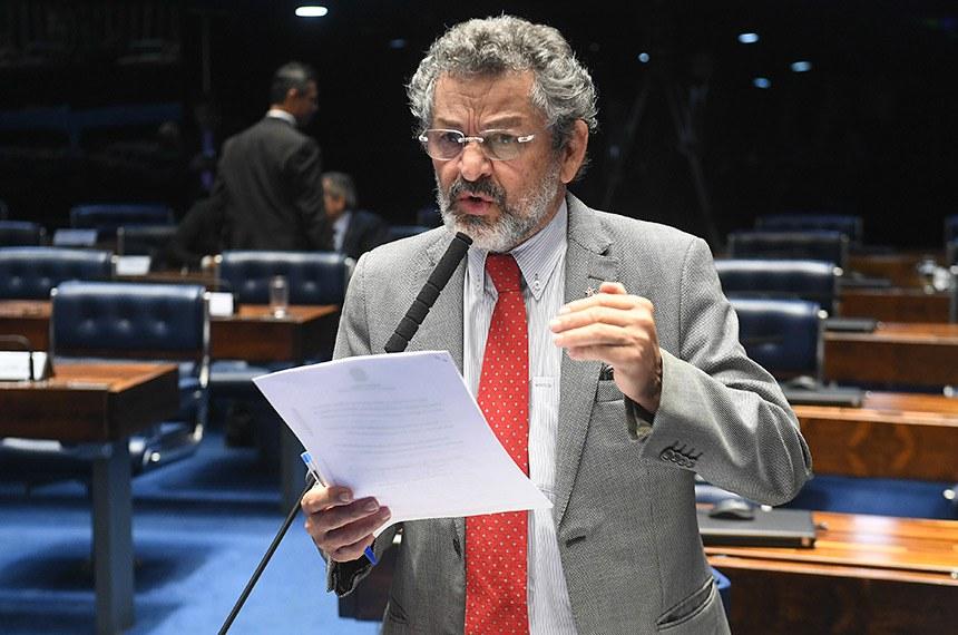 Plenário do Senado Federal durante sessão deliberativa ordinária.   À bancada em pronunciamento, senador Paulo Rocha (PT-PA).  Foto: Jefferson Rudy/Agência Senado