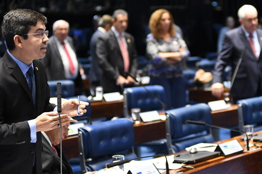 Plenário do Senado Federal durante sessão deliberativa ordinária. Ordem do dia.  Em pronunciamento, senador Randolfe Rodrigues (Rede-AP) à bancada.  Foto: Jefferson Rudy/Agência Senado