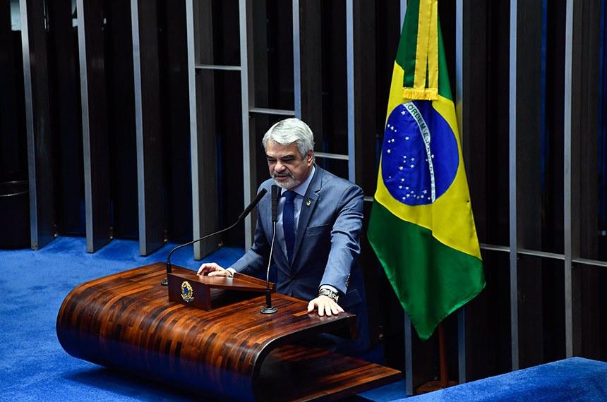 Plenário do Senado Federal durante sessão deliberativa ordinária.   À tribuna em discurso, senador Humberto Costa (PT-PE).  Foto: Marcos Oliveira/Agência Senado