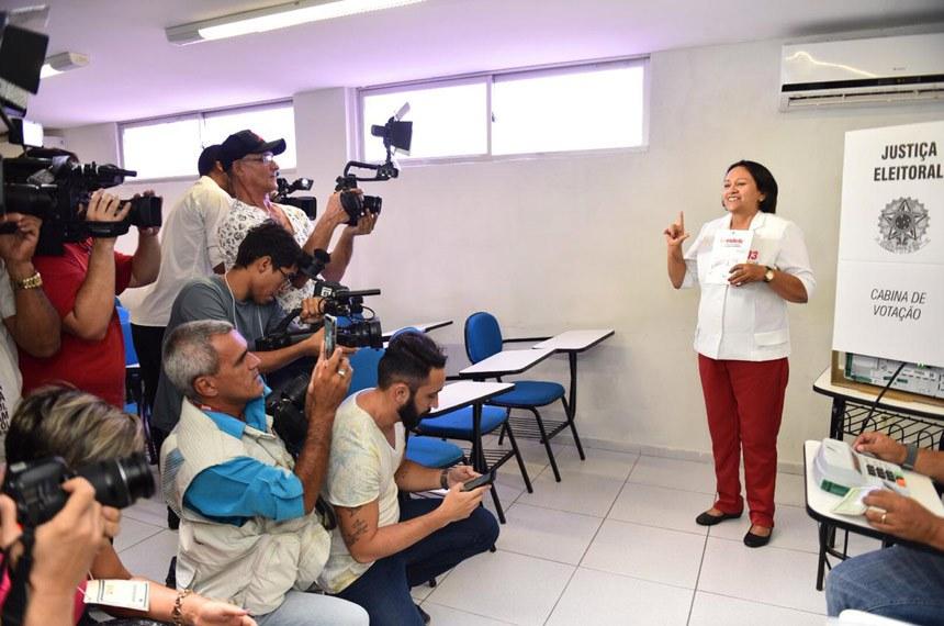 Senadora vota no segundo turno: única mulher eleita governadora em 2018, com mais de um milhão de votos, é a política com maior votação na história do Rio Grande do Norte