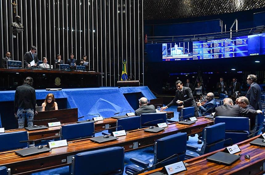 Plenário do Senado Federal durante sessão deliberativa extraordinária. Ordem do dia.  À mesa, presidente do Senado, senador Eunício Oliveira (MDB-CE), conduz sessão.  Foto: Marcos Oliveira/Agência Senado
